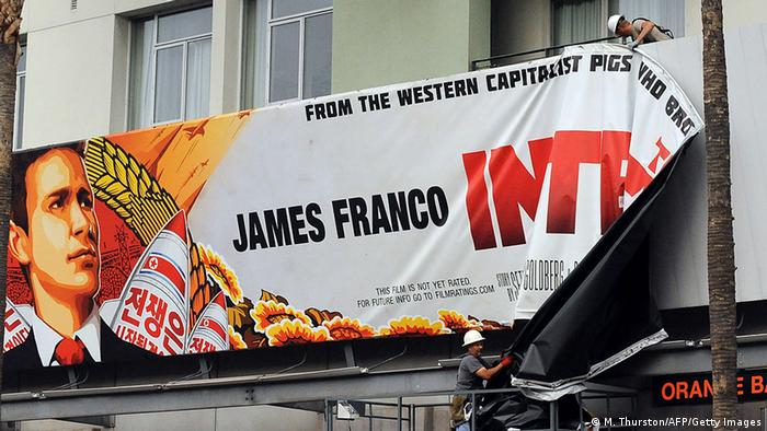 In New York wird das Filmplakat von The Interview entfernt. (Foto: Michael Thurston/ AFP/Getty Images)