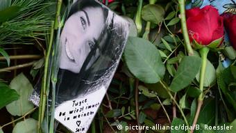 Mit Blumen bedecktes Grab der getöteten Studentin Tugce Albayrak. (Foto: dpa)