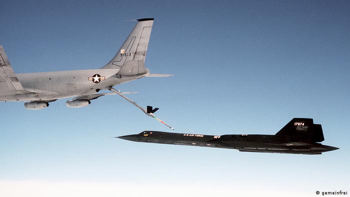 دو نوع هواپیمای سوخترسان در خدمت نیروی هوایی آمریکا قرار دارد. مکدانل داگلاس کیسی-۱۰ اکستندر و بوئینگ کیسی-۱۳۵ استراتوتانکر. سری آ این هواپیما در مجموع دارای ۸ مخزن است که گنجایش ۱۱۳ هزار و ۵۶۰ لیتر سوخت دارند.