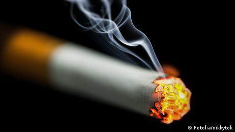 Symbolbild brennende Zigarette