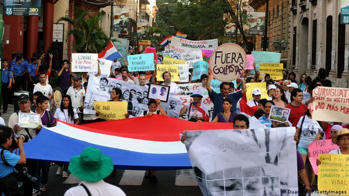 Manifestación en el día de los derechos humanos, el 10 de diciembre de 2012, en Asunción.