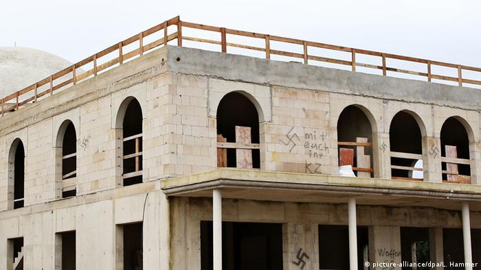 Moschee-Neubau in Dormagen mit Hakenkreuzen beschmiert