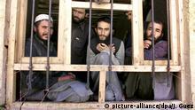 Gefängnis in Pakistan - Taliban-Gefangene ARCHIV 2001