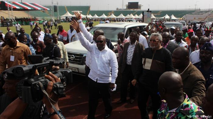 Ghana former presidents John Mahama and Jerry Rawlings (DW/I. Kaledzi)