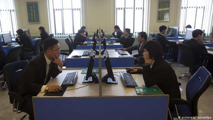 Северокорейские студенты за компьютерами (фото из архива)