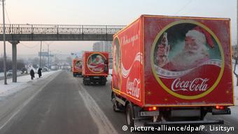 Coca Cola truck with Santa Claus, Copyright: picture-alliance/dpa/P. Lisitsyn