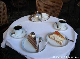Makaron je jedan od specijaliteta koji se serviraju uz popodnevni ritual sa kafom