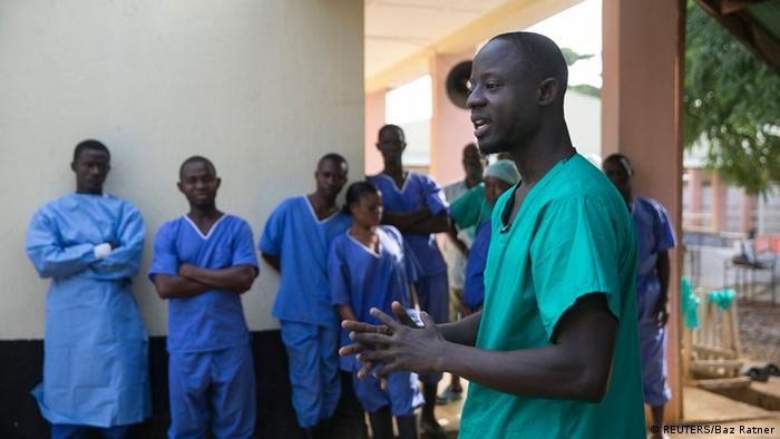 A doctor talks to his staff in Freetown (Photo: Reuters)