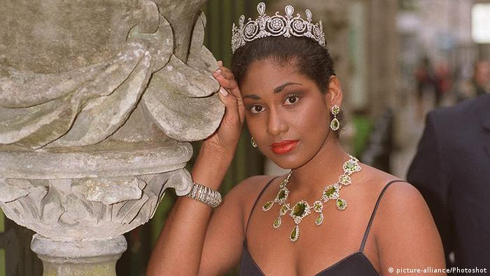 لیزا هانا در سال ۱۹۹۳ ابتدا موفق به کسب عنوان ملکه زیبایی جامائیکا و سپس دختر شایسته جهان در آن سال شد