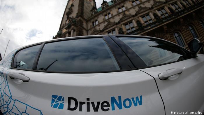 Ein Fahrzeug der Firma Drive Now