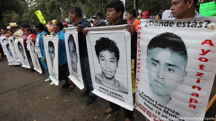 43 Studenten vermisst - Protest vor der deutschen Botschaft in Mexiko-Stadt