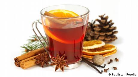 Glas Tee mit Zimt
