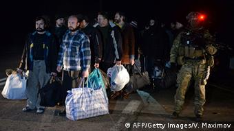 Prisoners being exchanged between separatists and Kyiv. (Photo: VASILY MAXIMOV/AFP/Getty Images)