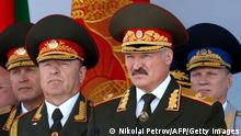Bildunterschrift:Belarus President Alexander Lukashenko (2nd R) watches Independence Day parade in Minsk, on July 3, 2013. Belarus celebrates tomorrow Independence Day, an official holiday marking the day in 1944 when the Red Army liberated Minsk from Nazi troops during the World War II. AFP PHOTO / BELTA / POOL/ NIKOLAI PETROV (Photo credit should read NIKOLAI PETROV/AFP/Getty Images)