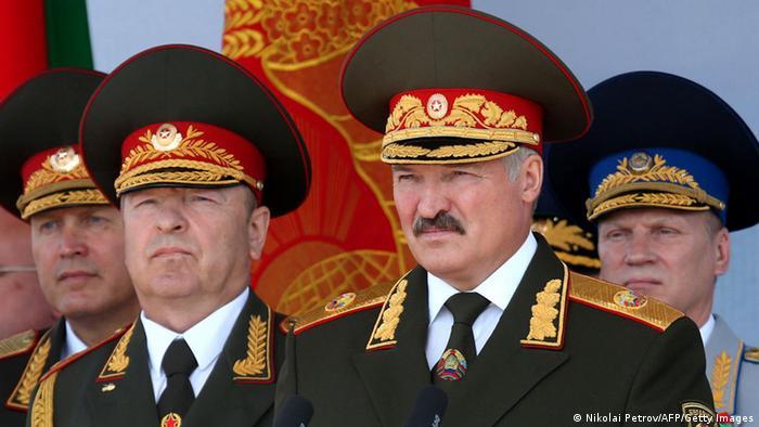 Prezydent Aleksander Łukaszenka podczas parady wojskowej w Mińsku