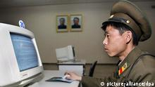 ARCHIV - FILE - A North Korean soldier uses a computer at a library, which has no Internet connections, in Pyongyang, 28 March 2002. AFP PHOTO/GOH Chai Hin (zu dpa «Nach Internetausfall in Nordkorea: Spekulationen über Hacker-Angriff» vom 23.12.2014) +++(c) dpa - Bildfunk+++