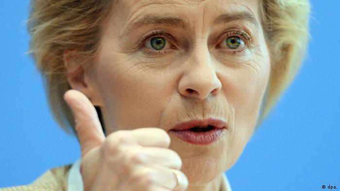 Der Daumen von Verteidigungsministerin Ursula von der Leyen