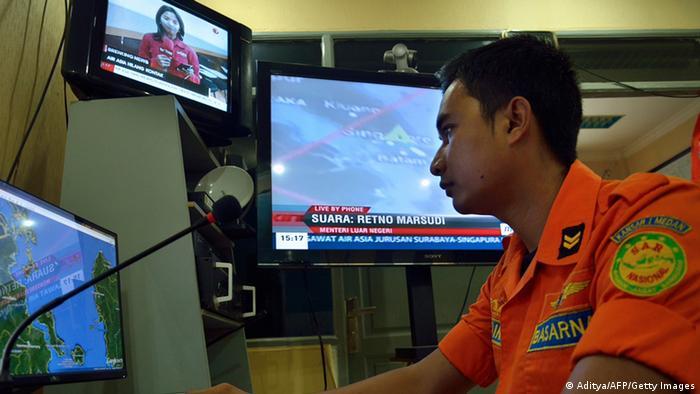 سنگاپور نیز در عملیات جستجو با اندونزی همکاری میکند