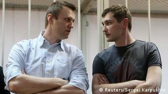 Алексей и Олег Навальные в зале суда