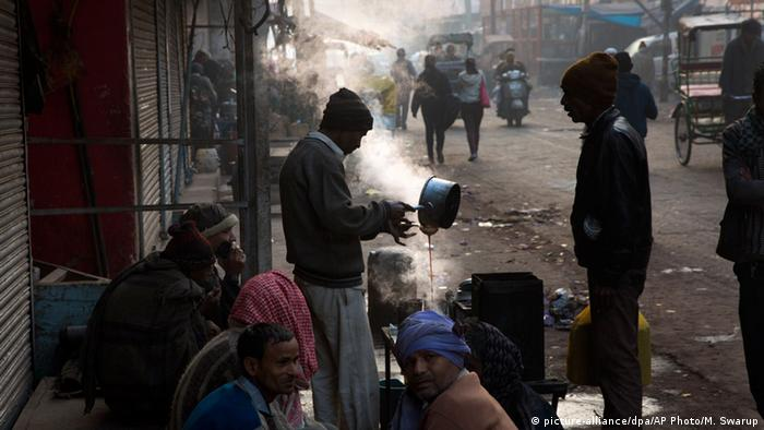 Indien Wetter Kälte Nebel (picture-alliance/dpa/AP Photo/M. Swarup)