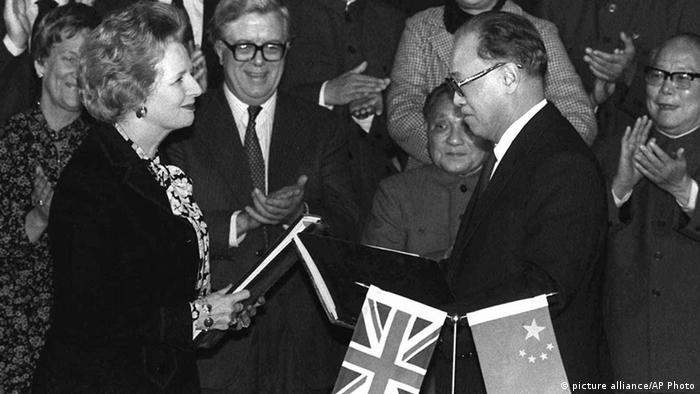 Großbretanien China Zusammenarbeit Margaret Thatcher und Zhao Ziyang (picture alliance/AP Photo)