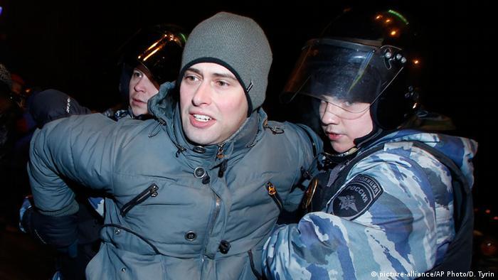 Задержание сторонника Алексея Навального в декабре 2014 года