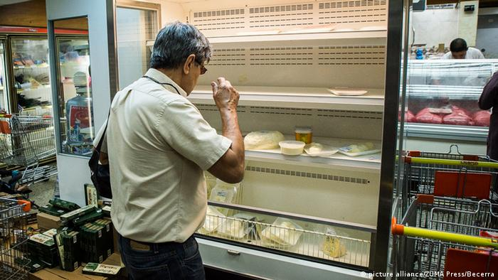 Leere Regale in einem Supermarkt in Caracas. (Foto: dpa)