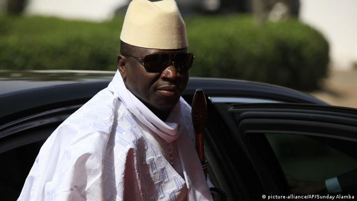 Yahya Jammeh 02/2014 (picture-alliance/AP/Sunday Alamba)
