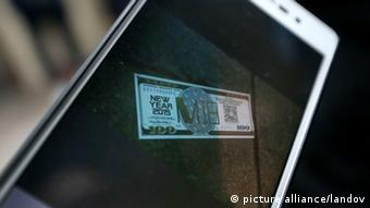 Ein Handyfoto der nachgemachten Geldscheine (Foto: picture alliance)