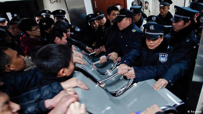 Schanghai China Massenpanik während Silvesterfeier Trauer 1. Jan. 2015