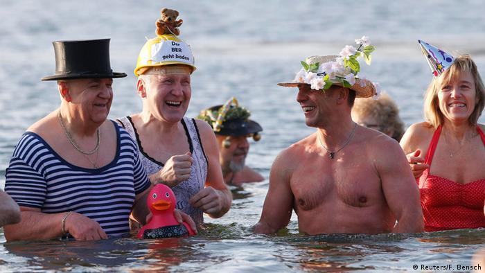 BdT Deutschland Neujahrsschwimmen (Reuters/F. Bensch)