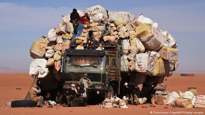 Überladener LKW Grenze Niger - Libyen