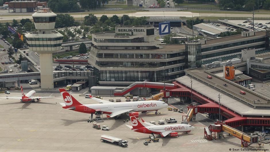 severe disruption as berlin airport ground staff strike news dw. Black Bedroom Furniture Sets. Home Design Ideas
