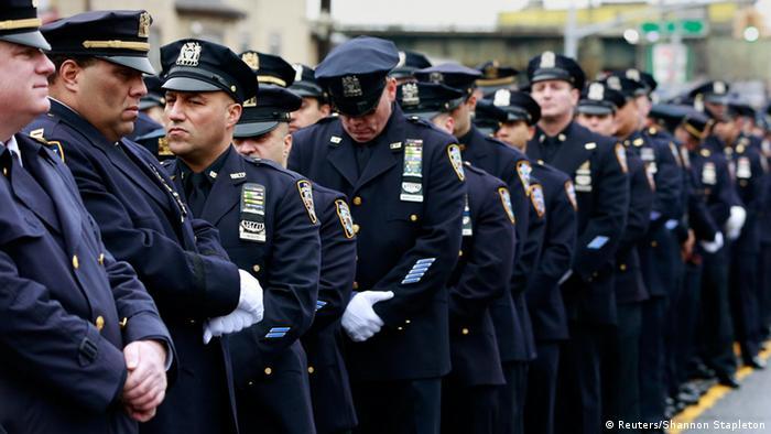 New York Polizisten bei der Beerdigung von Wenjian Liu 4.1.2015