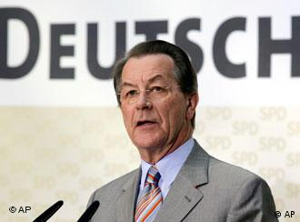 El ministro Franz Münterfering: convencer a la población a que trabajen más años.