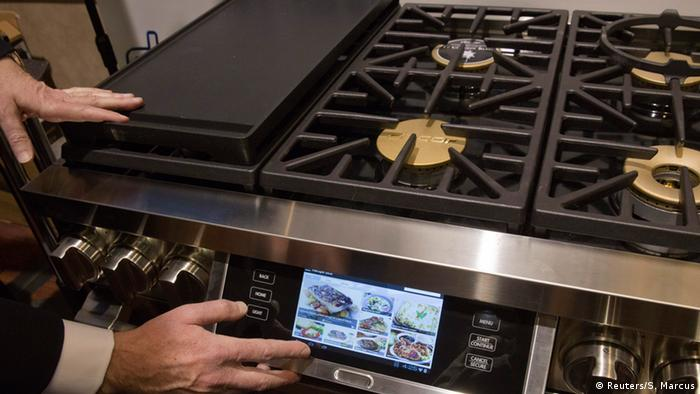 Dacor Discovery internet-enabled oven at CES 2015 REUTERS/Steve Marcus