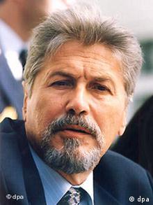 Emil Constantinescu, preşedinte al României în perioada 1996-2000