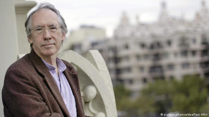 British author Ian McEwan (picture-alliance/dpa/Toni Albir)
