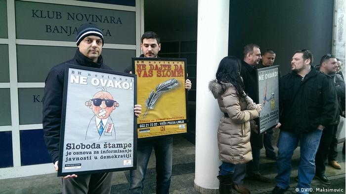 Protest gegen Angriffe auf Journalisten in Bosnien und Herzegowina (DW/D. Maksimovic)