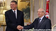 epa04547262 Newly-elected President Beji Caid Essebsi (R) shakes hands with Prime Minister-designate, Habib Essid (L), Carthage Palace, Tunis, Tunisia, 05 January 2015. Habib Essid, former Interior Minister under the deposed President Ben Ali, is designated by the President, Beji Caid Essebsi, to appoint a government to be approved by a vote in Parliament. EPA/MOHAMED MESSARA +++(c) dpa - Bildfunk+++