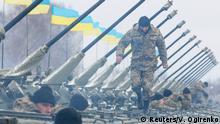 Poroschenko übergibt Kriegsgeräte
