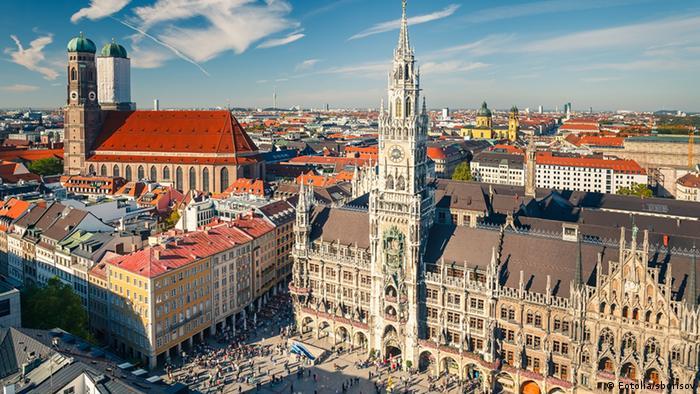 Вид Мюнхена с ратушей и Фрауенкирхе.