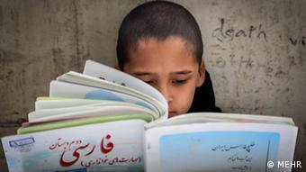 قانون اساسی تدریس زبان مادری را تضمین کرده است