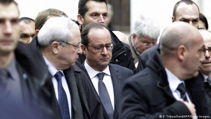 Президент Франции Франсуа Олланд на месте теракта