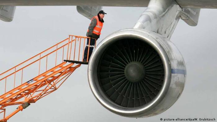 Triebwerks-Wartung am Flughafen Leipzig/Halle (Foto: dpa)
