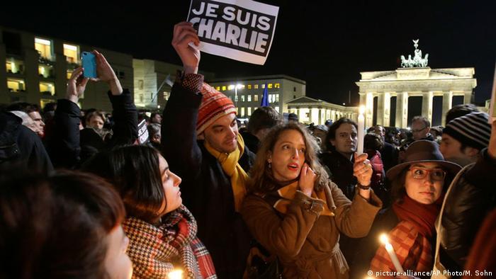 Trauer nach Anschlag auf Charlie Hebdo - Solidaritätsveranstaltung in Berlin