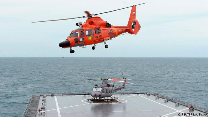 Indonesien Suche nach Überlebenden von AirAsia QZ8501 (REUTERS/A. Berry)