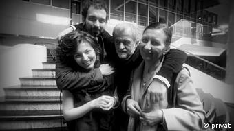 Milica Djordjević mit ihrer Familie