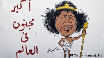 Ein Graffiti in Tripolis verhöhnt den ehemaligen Staatschef Gaddafi, 15.11. 2011 (Foto: AFP)