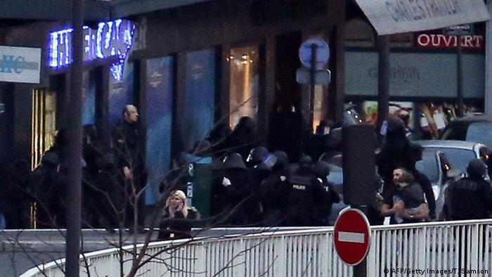 Schießerei und Geiselnahme in Pariser Supermarkt 09.01.2014